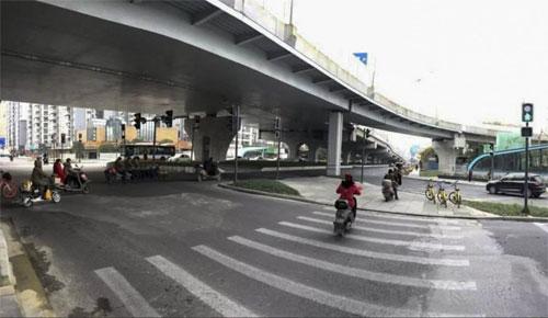 Ngã tư có số đèn tín hiệu thuộc hàng kỷ lục nằm ở thành phố Thành Đô. Ảnh: Sina.
