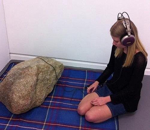 Hỏi đá xanh rêu bao nhiêu tuổi đời.