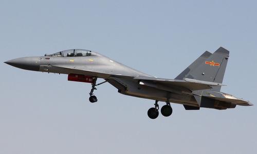 Tiêm kích J-16 được cho là sao chép mẫu Su-30MKK Nga. Ảnh: Sino Defense.