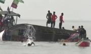 Lật tàu chở 40 học sinh Ấn Độ, 4 người thiệt mạng