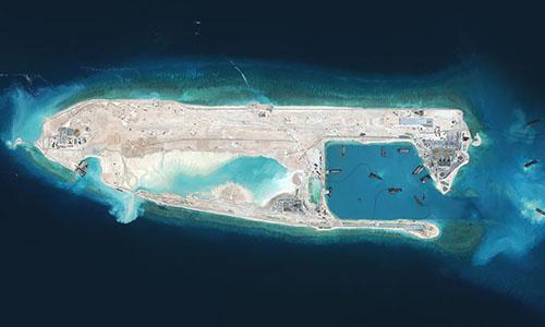 Trung Quốc cải tạo trái phép Đá Chữ Thập ở Biển Đông. Ảnh: Nytimes.