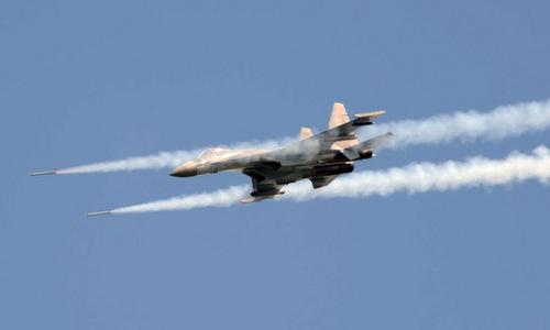 Tiêm kích Su-35S phóng rocket trong đợt diễn tập. Ảnh: Russian Planes.