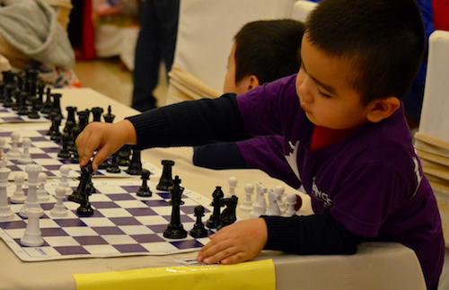 Giải cờ vua nhanh The Universe Chess Championship với sự tham gia của 400 kỳ thủ nhí trên toàn thành phố Hà Nội được tổ chức tối 13/1.