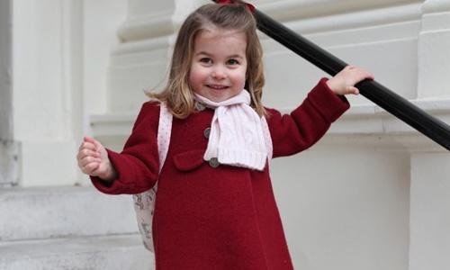 Công chúa Charlotte trong ngày đầu tiên đi mẫu giáo. Ảnh: AFP.