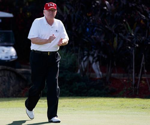 Tổng thống Mỹ Donald Trump trên sân golf. Ảnh: