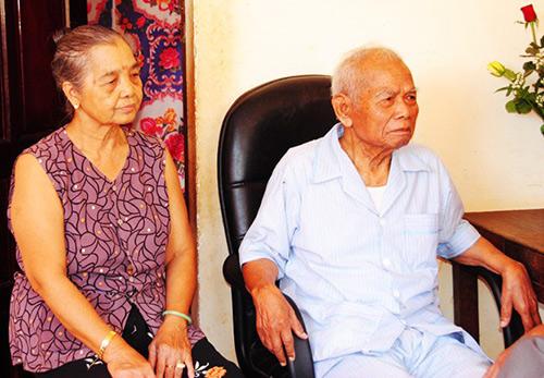 Thiếu tướng Y Blốk Êban cùng vợ lúc còn sống.