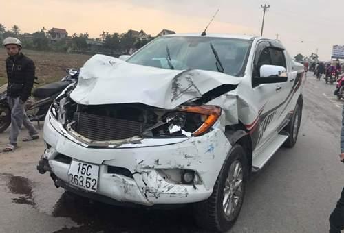 Lái xe ôtô bán tải bks 15C-26352 sau khi đâm chết 2 nữ sinh, đồng thời đâm hỏng 2 xe ô tô trong quad trìnhbỏ chạy đã vứt xe lại trên đường 604 Kiến Thụy (Hải Phòng) bỏ trốn khiđộng cơ bị hỏng. Ảnh: CTV