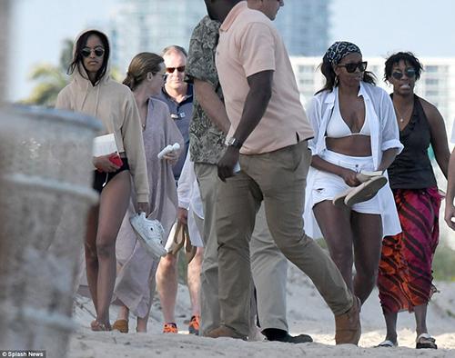 Bà Michelle và con gái Malia trênbãi biển thành phố Miami.