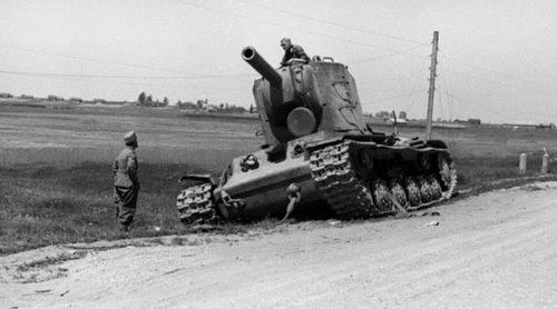 Chiếc KV-2 được cho là đã cầm chân Sư đoàn Tăng số 6 Đức. Ảnh: Wikipedia.