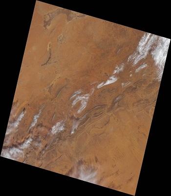 Toàn cảnh khu vực tuyết rơi trên sa mạc Sahara. Ảnh: EO.