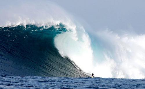 Các cơn sóng lớn tại khu vực bãi cạn Cortes. Ảnh: Brian Tissot.