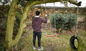 Hành trình của thiếu niên Việt làm nô lệ trong trang trại cần sa Anh