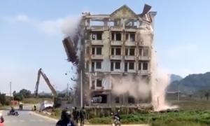 Cơ ngơi 7 tầng của Tàng 'KeangNam' bị phá dỡ