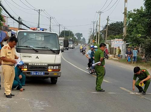 Cảnh sát đang xử lý hiện trường vụ tai nạn. Ảnh: Tin Tin
