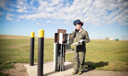 Đại úy Amber Moore, nữ điều phối viên tên lửa ở căn cứ Minot, bang Bắc Dakota, Mỹ. Ảnh: NBC News.