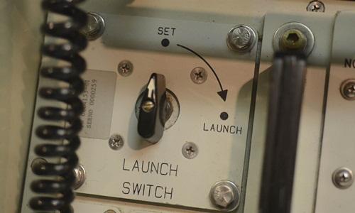 Một phần bảng điều khiển kích hoạt khai hỏa tên lửa hạt nhân. Ảnh: NBC News.