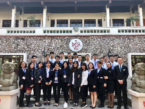 Học viên trường Quốc tế CHM trong buổi học thực tế tại khách sạn Sheraton Hà Nội. Tìm hiểu thêm chương trình học trường Quốc tế CitySmart Hotel Management (CHM) tại 162A Hoàng Hoa Thám, Tây Hồ, Hà Nội. Hotline: 098 428 6161, (024) 7108 6161 hoặc xem trênwebsitehayFacebook, Email:info@chm.edu.vn,marketing@chm.edu.vn
