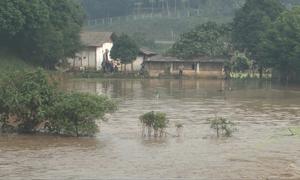 Vỡ cửa xả đáy hồ thải ở Lào Cai