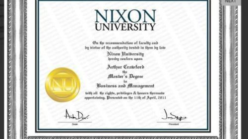 Một bằng cấp giả từ Đại học Nixon.