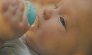Bé sơ sinh bị bỏ rơi trong phòng vệ sinh sân bay Mỹ
