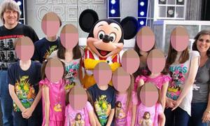 Mẹ Mỹ xiềng xích 13 con 'cười khẩy và nhổ nước bọt' khi bị bắt