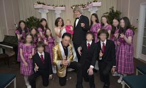 Vợ chồng Mỹ xiềng xích 13 con ngạc nhiên khi bị bắt