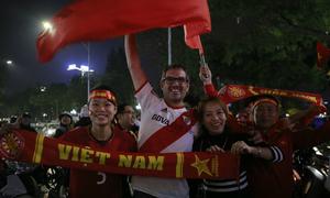 Người Hà Nội ra đường mừng chiến công lịch sử của U23 Việt Nam