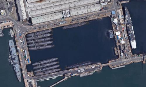 Khu lưu trữ tàu ngầm hạt nhân loại biên của Anh tại Plymouth. Ảnh: Google Earth.