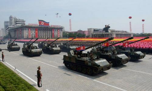 Cuộc duyệt binh lớn nhất lịch sử Triều Tiên hồi năm ngoái. Ảnh: AFP.
