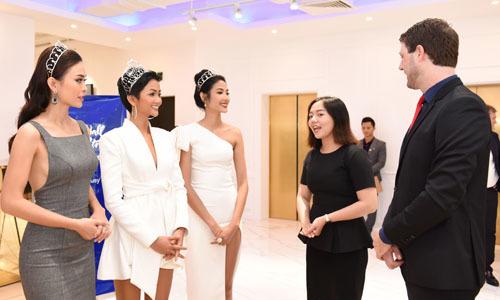 Hoa hậu H' Hen Niê và hai á hậu lên kế hoạch học tiếng Anh