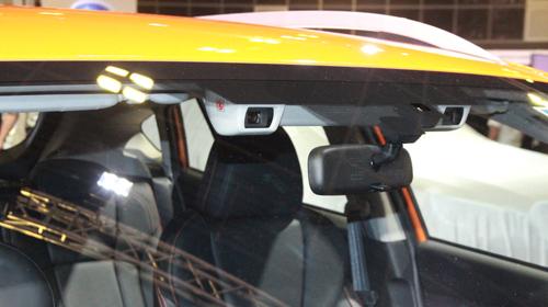 Hệ thống camera kép sau kính lái trên Subaru XV 2018.