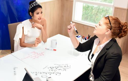 Hoa hậu H Hen Niê và hai á hậu lên kế hoạch học tiếng Anh - 4