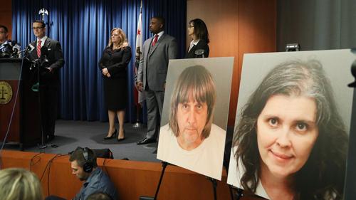 Cơ quan công tố hạt Riverside, bang California, Mỹ tổ chức họp báo vào ngày 18/1 sau phiên tòa sơ thẩm hai bị cáo David và Louise Turpin. Ảnh:AP.