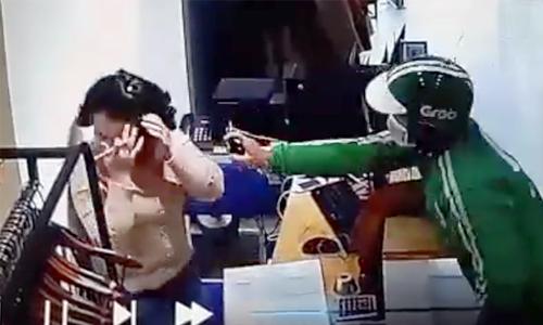 Cô gái bị tên cướp dùng bình xịt mặt gây mê, lấy gần 15 triệu đồng