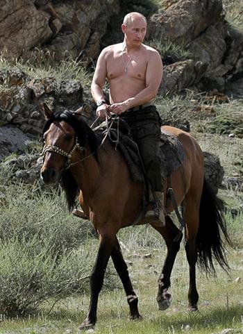 Ông Putincởi trần cưỡi ngựa trong kỳ nghỉ ở Nam Siberia năm 2009.