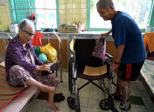 Hai vợ chồngsống với nhau hơn 35năm tại làng phong Bến Sắn. Ảnh: Phước Tuấn.