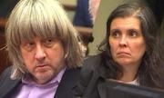 Cuộc sống 'địa ngục trần gian' của 13 con bị cha mẹ Mỹ xiềng xích