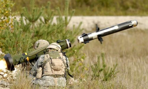 Khẩu đội hai người vận hành tên lửa Javelin. Ảnh: Wikipedia.