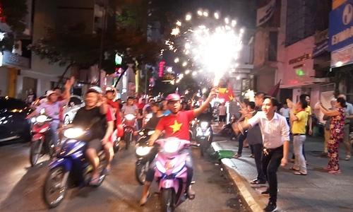 Người dân cả nước đổ ra đường sau chiến thắng của tuyển U23