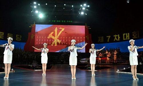 Đoàn văn công Moranbong của Triều Tiêngồm 140 thành viên sẽ đến Hàn Quốc tham dự Thế vận hội Mùa đông Pyeongchang 2018. Ảnh: YouTube.