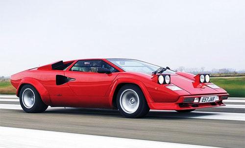 Ferrari Countach LP400 đời 1974 với kiểu đèn pha mắt ếch.