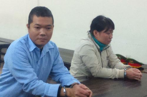 Vợ chồng Hiền tại phiên tòa sơ thẩm.