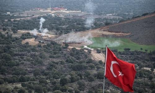 Thổ Nhĩ Kỳ nã pháo qua biên giới Syria ngày 21/1. Ảnh: AFP.