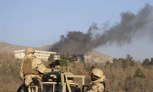 Lực lượng an ninh Afghanistan trực chiến bên ngoài khách sạn Intercontinental ở Kabul ngày 21/1. Ảnh: AP.