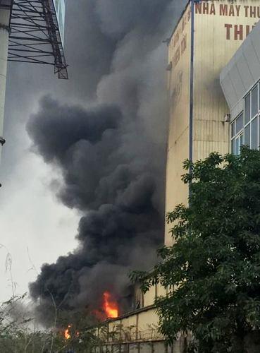 Hơn 1 tiếng lỗ lực chữa cháy, lực lượng cảnh sát PCCC (Công an Hải Dương)đã khống chế, dập tắt đám cháy. Ảnh: CTV