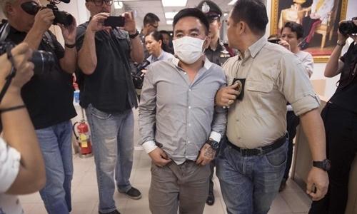 Boonchai Bach bị cảnh sát bắt giữ. Ảnh: AFP.
