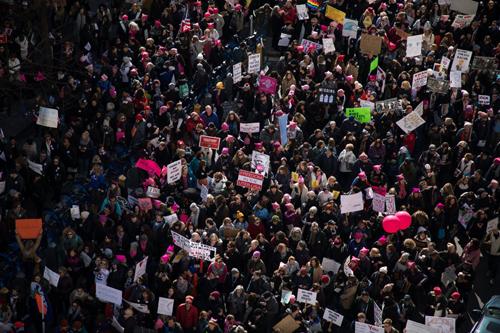Người biểu tình ở thành phố New York ngày 20/1. Ảnh: New York Times.