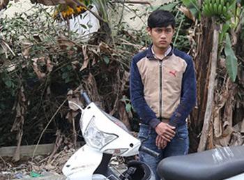 Phạm Văn Long và chiếc xe đâm cảnh sát.Ảnh: Công an tỉnh Vĩnh Phúc