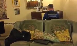 Cảnh sát Anh chơi piano an ủi cụ ông 93 tuổi sau vụ trộm