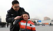 Chuyến tham quan Bắc Kinh của 'cậu bé tóc băng'